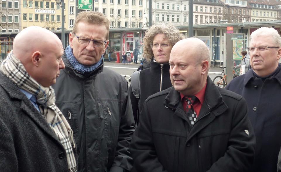 Bei einem Ortstermin mit Bahnhofsmanager Hirsch und den Freien Wählern unter Leitung von Vorsitzendem Helmut Suntheim konnten ich mich über die Planungen für den Bahnhof Würzburg informieren.