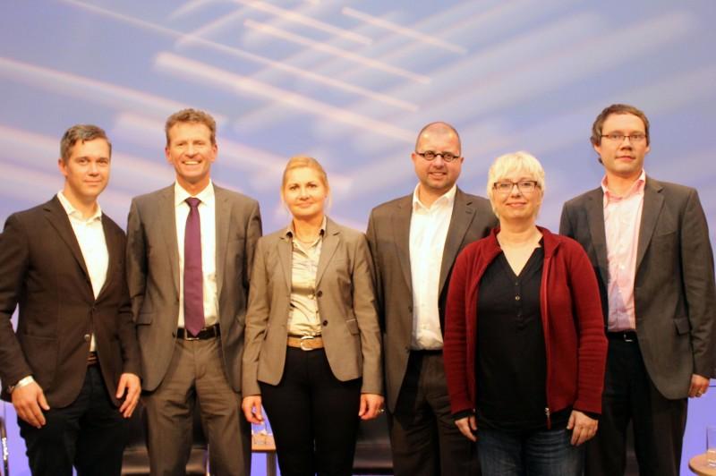 Die Mitdiskutanten(von links): Prof. Sephan Weichert, Günther Felbinger, Moderatorin Andrea Kister, Joachim Braun, Dr. Antje Schrupp, Thomas Schmidt