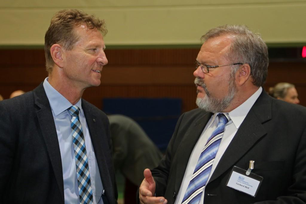 Hier im Gespräch mit dem Vorsitzenden des Unterfränkischen Lehrer und Lehrerinnenverbandes, Gerhard Bless